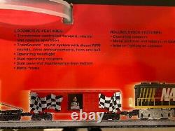 Lionel 7-11004 NASCAR Ready-To-Run train set LARGE 40X60 Oval FasTrack