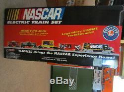Lionel Train # 7-11004 NASCAR Starter Set O/0-27 gauge Ready to Run Set