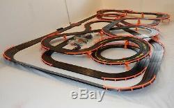 61,25 'afx Tomy Giant Raceway Piste De Course Complète Indy Slot Car Set, Prêt À Courir