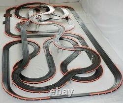 Afx Tomy 75,5' Mega Géant Raceway Piste Slot Car Set, 4' X 8' 100% Prêt À L'emploi