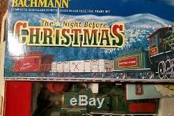 Bachmann S'entraîne Pour Le Train De Grande Taille Prêt À Courir La Nuit Avant Noël