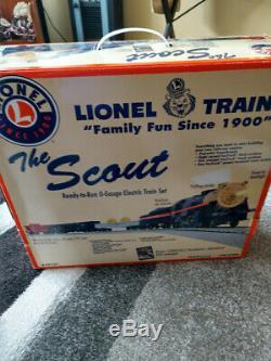 Le Train Prêt À Conduire Scout Est En Parfait État